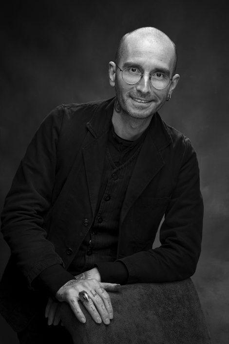 schwarz-weiß-Portrait von Dr. Mark Benecke, Fotografie von Thomas Ahrendt, Studio1754