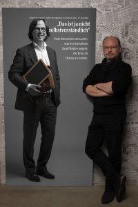 Das LeinwandPortrait von Johannes Klapper, Leiter der Agentur für Arbeit, Köln zum Projekt der Stadt Bestes von Thomas Ahrendt, Studio157 Köln