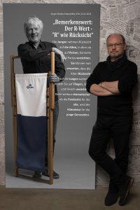 Das lebensgroße Leinwandportrait von Kabarettist Jürgen Becker beim Projekt #derstadtbestes von Fotokünstler #thomasahrendt vom #studio157