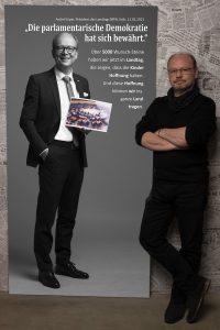 Das Leinwandportrait des Landtagspräsident André Kuper beim Projekt #derstadtbestes von Thomas Ahrendt, Studio157, Köln